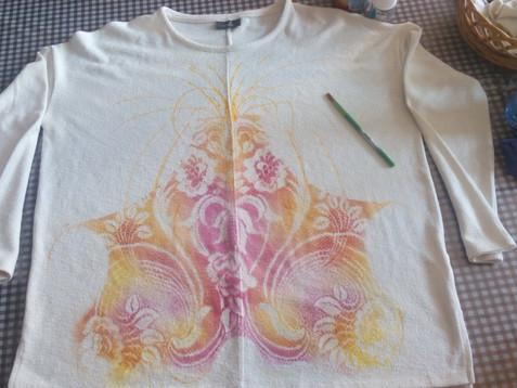 Malované tričko pro krásnou ženu