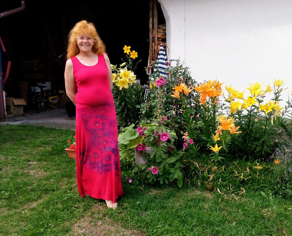 Krásné červené malované šaty