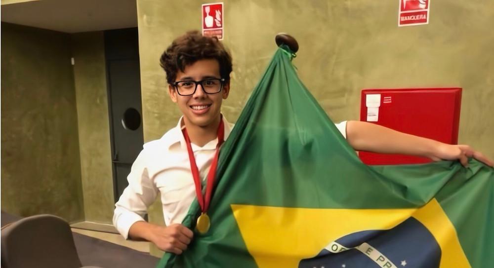 10ª posição na Olimpíada Internacional de Matemática