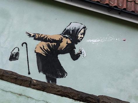 Mural de Banksy aparece em rua na Inglaterra