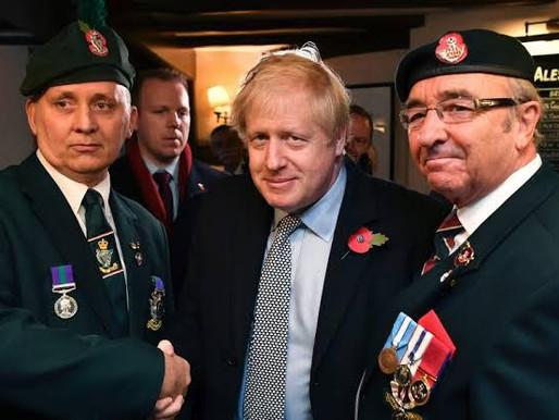 Boris Johnson quer armas a laser e força espacial