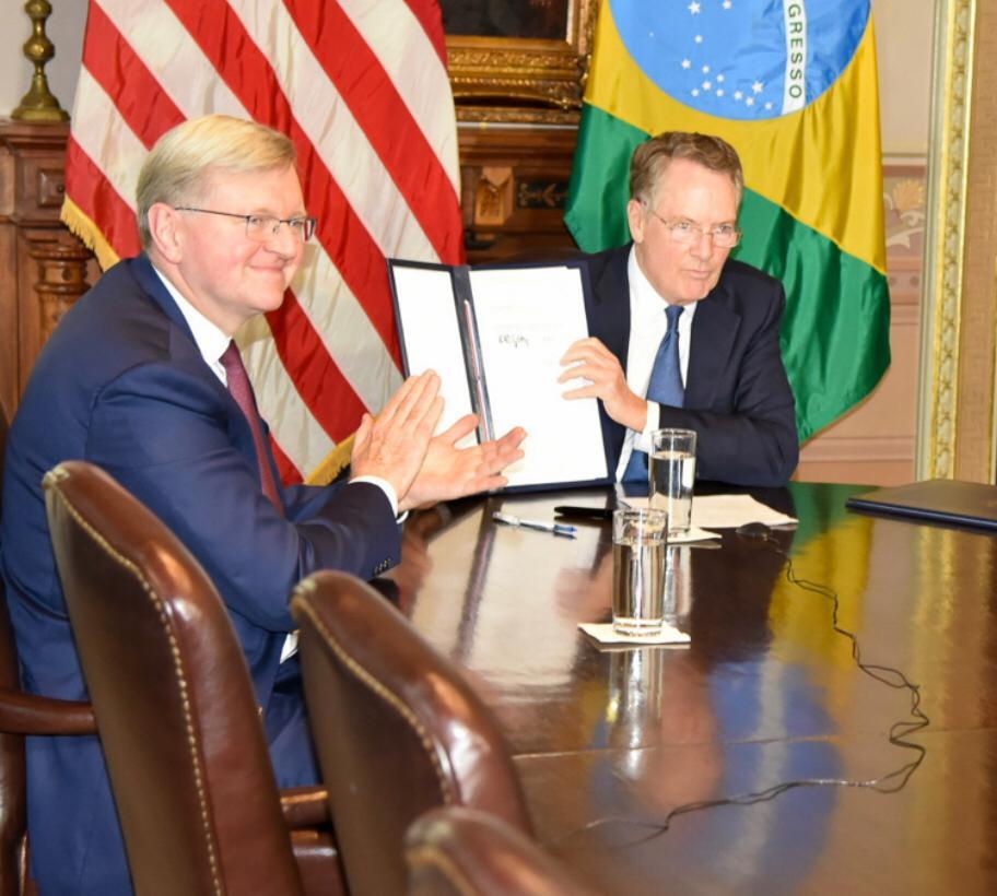 embaixador do brasil assina acordo eua