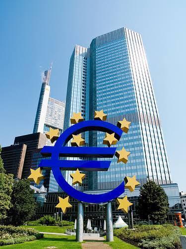 PIB União Europeia recua segundo trimestre seguido