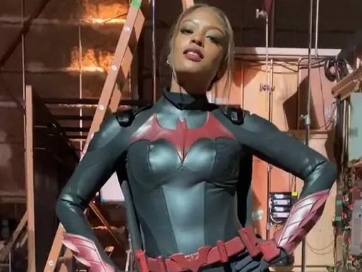 Nova 'Batwoman' é flagrada com traje e faz história