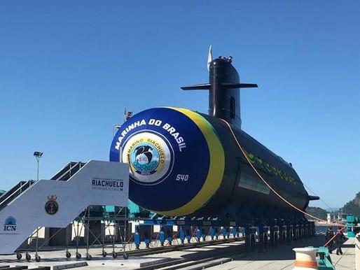 Submarino Humaitá é lançado ao mar