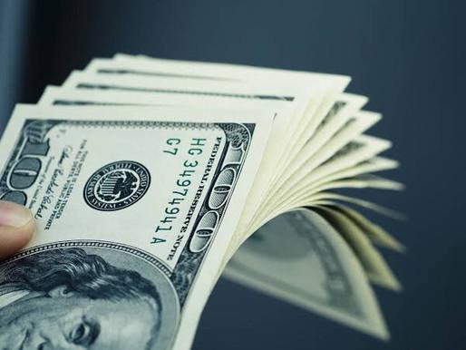 Dólar se mantém abaixo de R$ 5,00