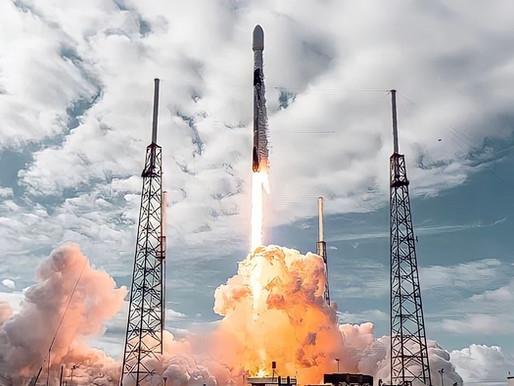 SpaceX lança carga recorde de satélites ao espaço