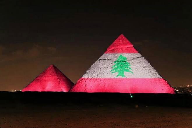 Pirâmides Egito iluminadas Líbano