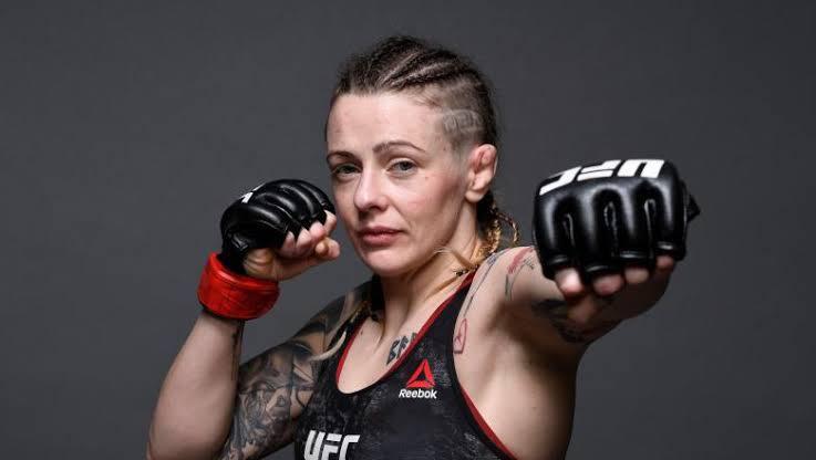 Joanne Calderwood desmaia após luta do UFC