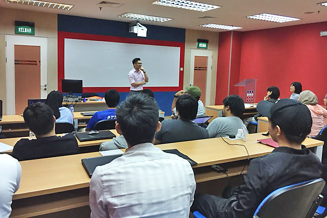 Talk encourages students to venture into business