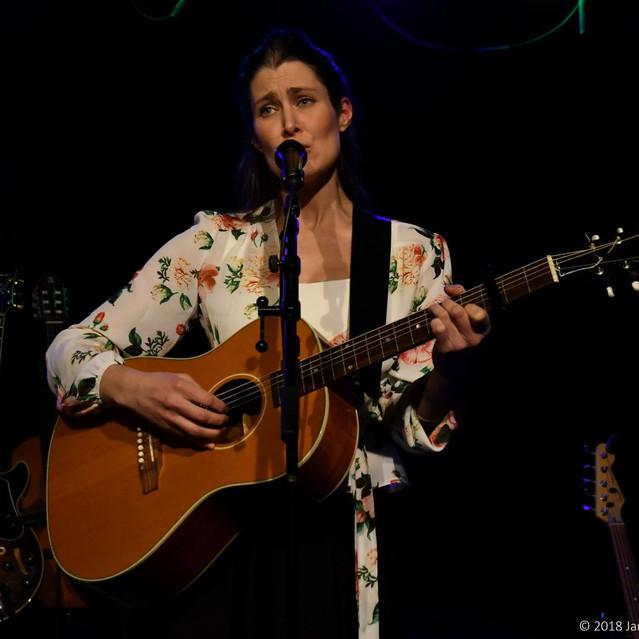 Maria Toresen synger om små ting på Kulturpuben