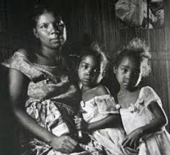 femme malgache et ses jumelles.jpg