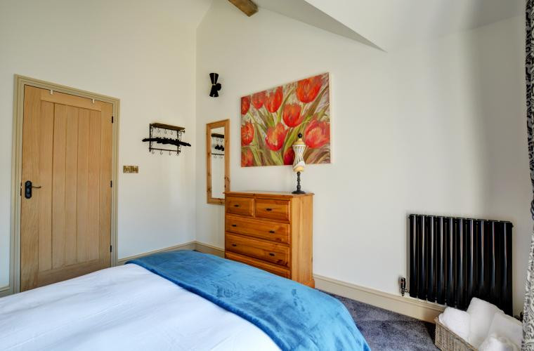 Double bedroom with en-suite - Oak Tree Cottages - Church Fields Cottage