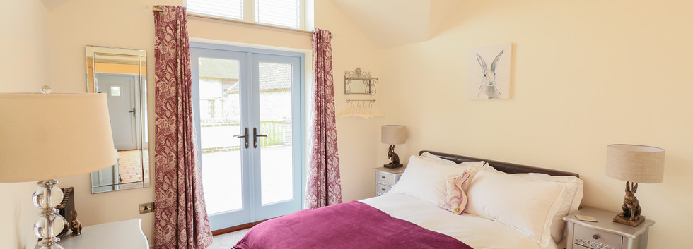 Double Bedroom - Oak Tree Cottages - Oak Tree Cottage