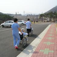 휠체어산책2.JPG