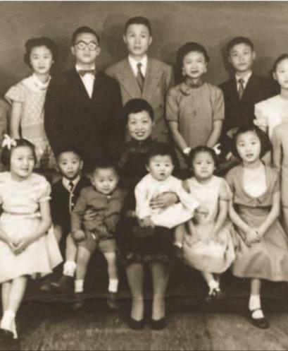 Já no Brasil, a família completa com os 13 filhos.