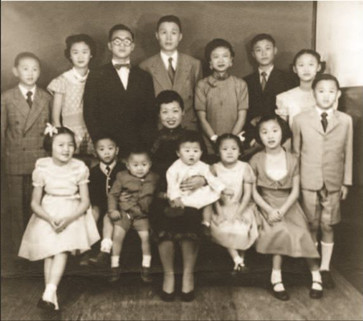 Já no Brasil, a família completa com os treze filhos.