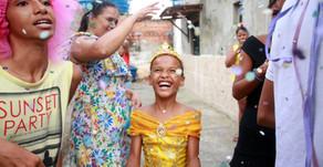 Crianças festejam o Carnaval com músicas e brincadeiras