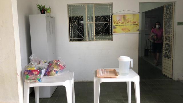 Famílias recebem cestas básicas entregues pelo Centro Social Madre Maria Rosa