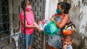 Doações de cestas básicas ajudam dezenas famílias em Maceió