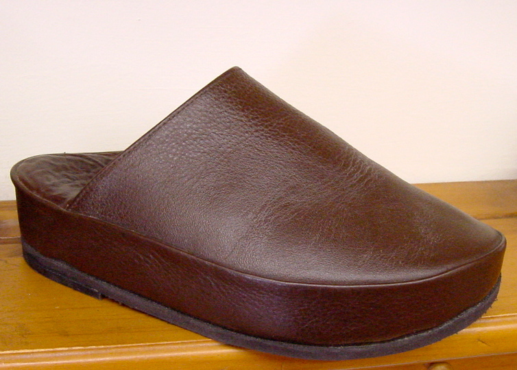 Custom-molded clogs