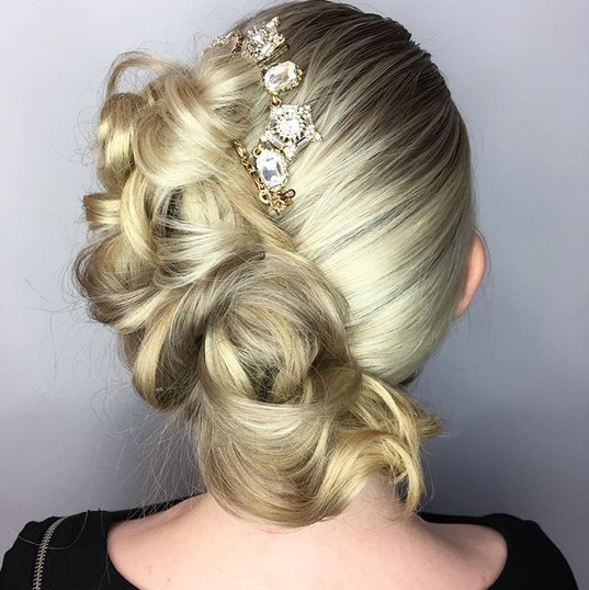 So Obsessed with this side updo!! This i
