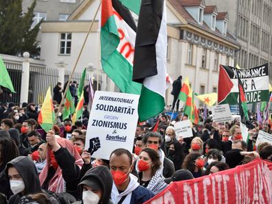 """קריאות וסיסמאות אנטישמיות במהלך הפגנת """"אחד במאי מהפכני"""" בברלין"""