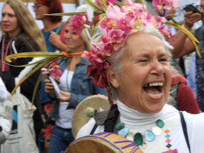 Im Weltbild vereint – Verbindungen von Esoteriker:innen und Rechtsextremen bei den Corona-Protesten