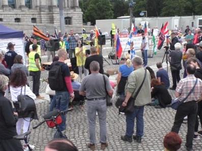 Angriff auf Pressefreiheit – Antisemitismus vor dem Reichstag am 11. Juli 2020
