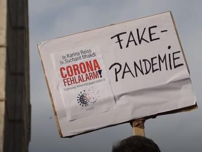 Tausende Corona-Leugner:innen protestieren in Berlin am 25.10.2020 gegen den WHS 2020