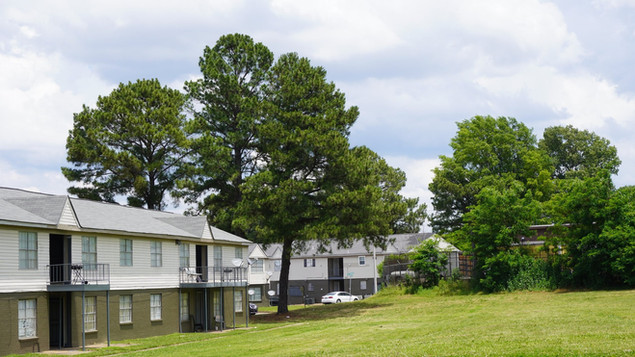 apartments memphis yard.jpg