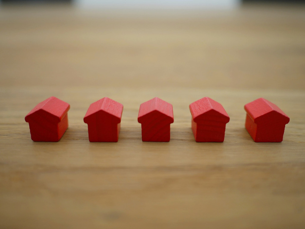 red monopoly houses