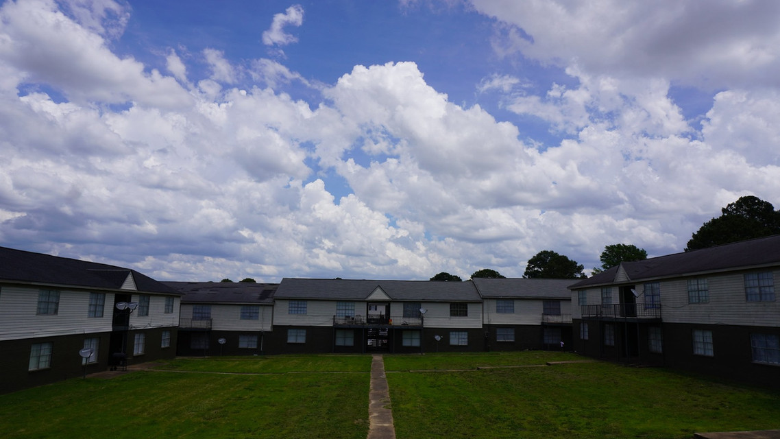 winbranch apartments yard.jpg