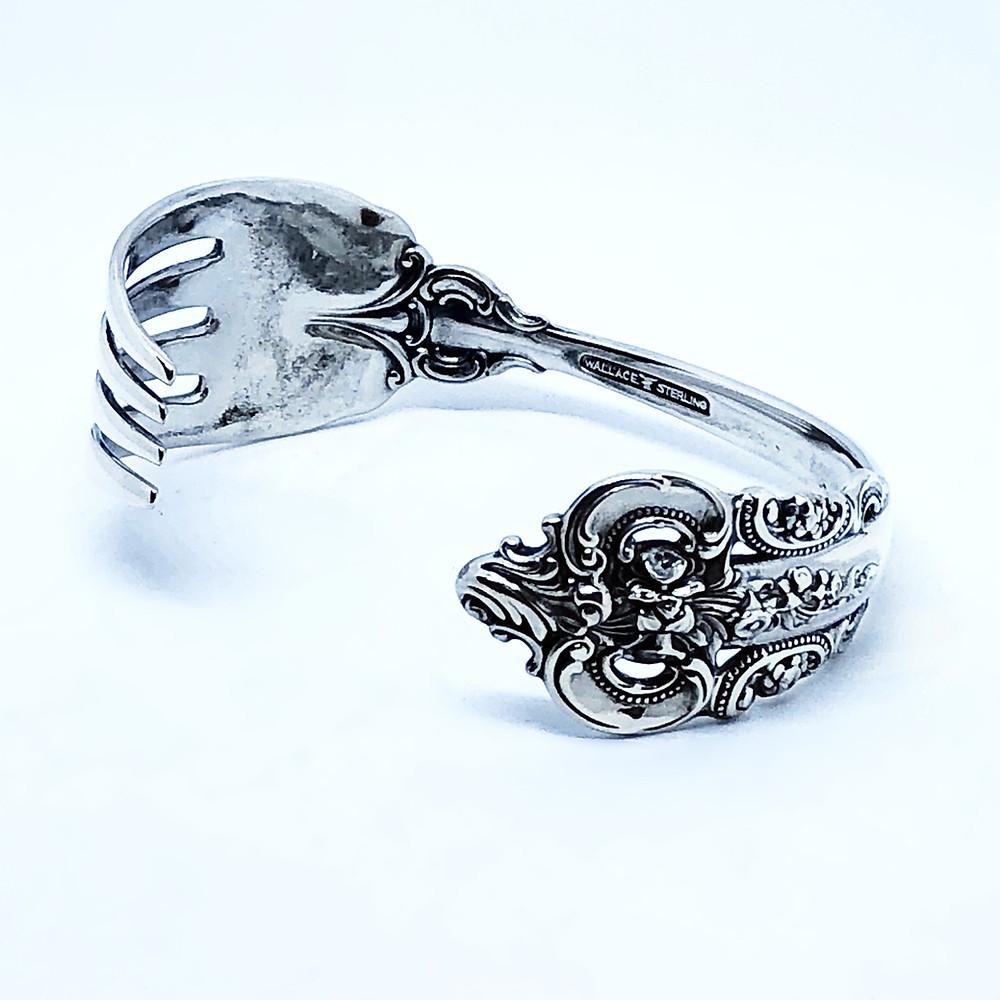 銀食器ならではの美しい輝きは、古着にもアーバンスタイルにも馴染みます。