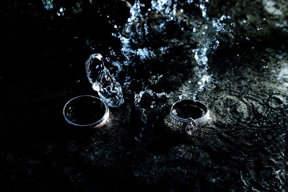 涼しげな水の中のシルバーリング