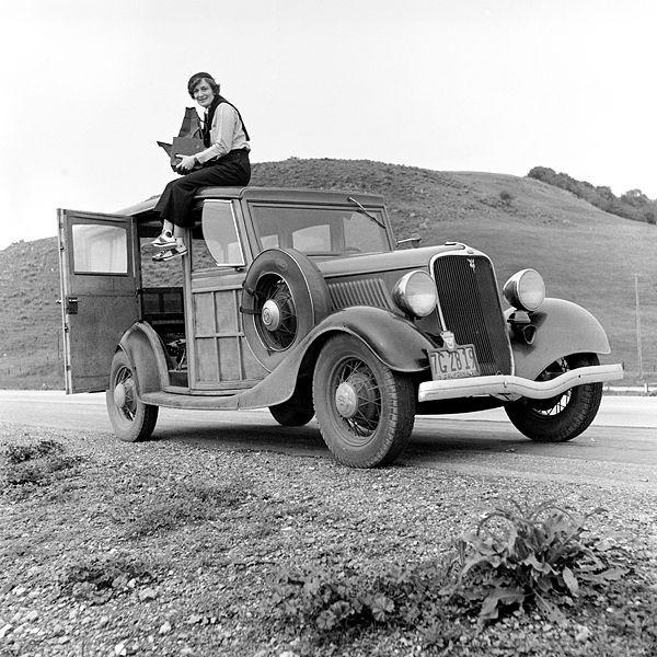 ヴィンテージのフォードV8(モデル40)