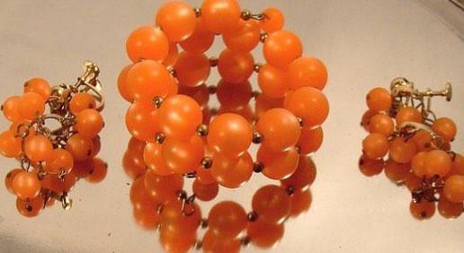 オレンジが華やかなプラスチック(ルーサイト)
