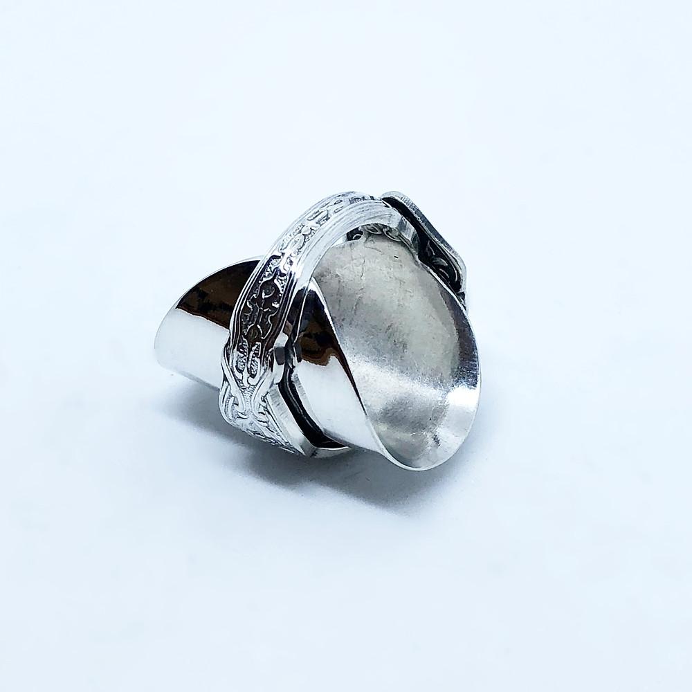 裏側から見た指輪の内側