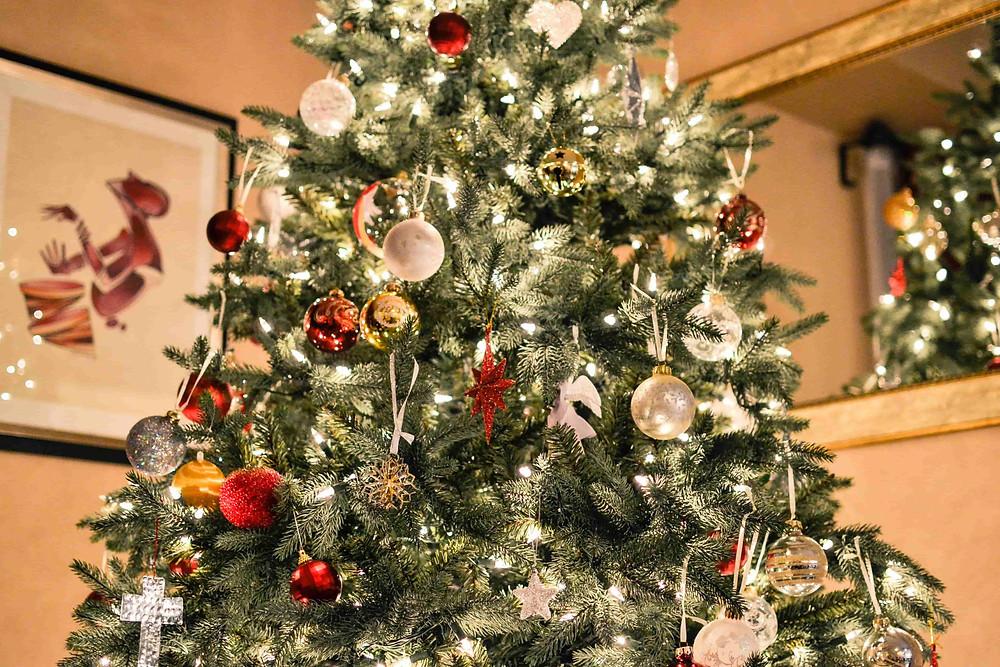 煌びやかなクリスマスツリー
