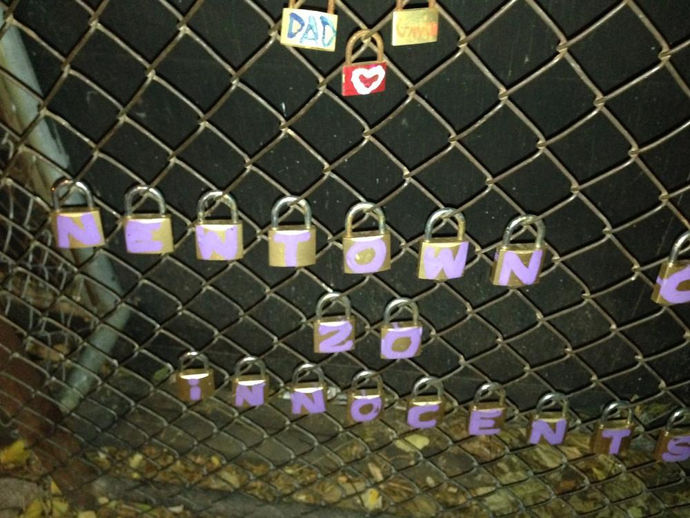 錠前で表現されたメッセージ