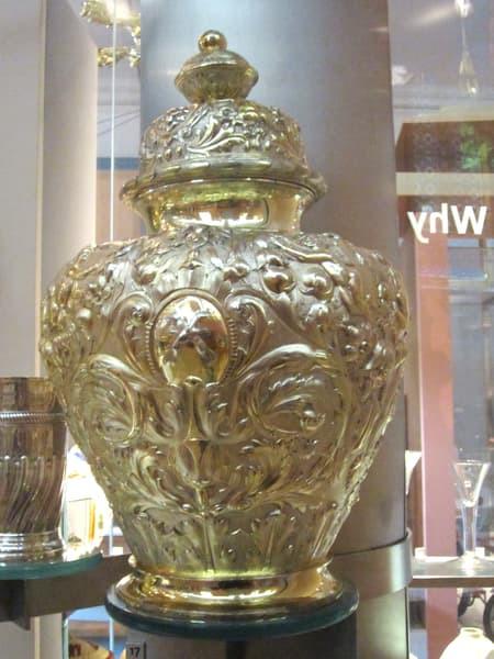 Garrard&Coの職人の技術が窺い知れる花瓶