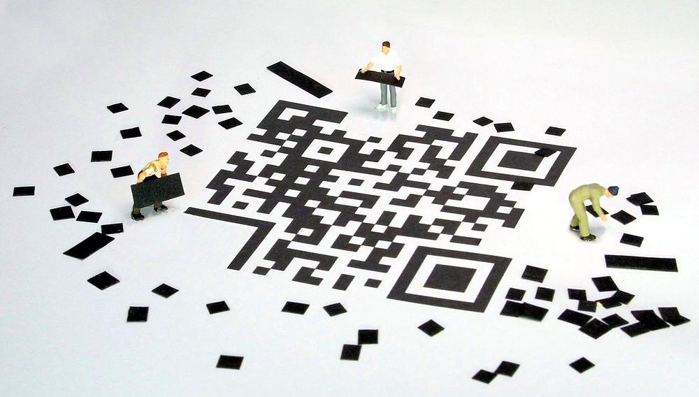 QRコードを作成する人たち