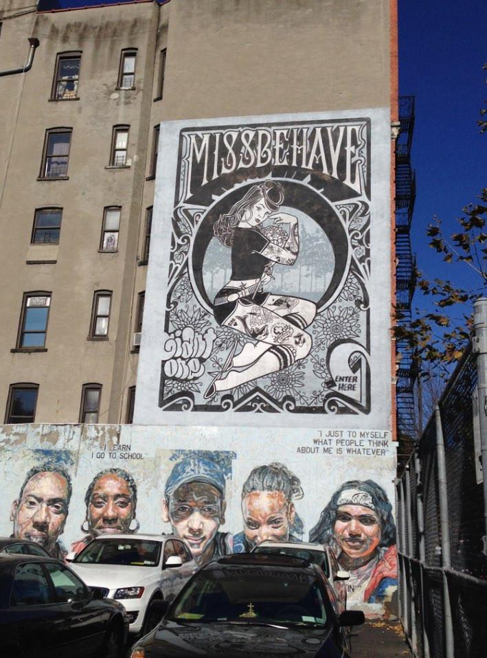 マンションに描かれた壁画