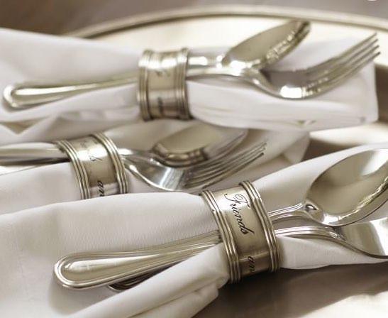 シルバーの輝きが美しいナプキンリングで食卓が華やかに