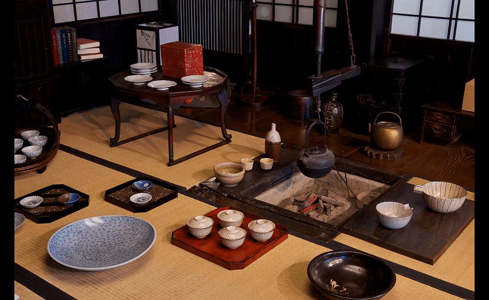 武相荘に置かれている数々の骨董品
