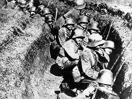 塹壕戦でこう着状態のアメリカ軍兵士