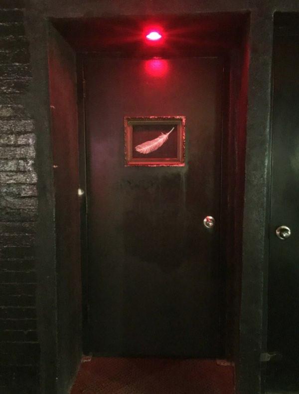 隠れ家らしい秘密の扉