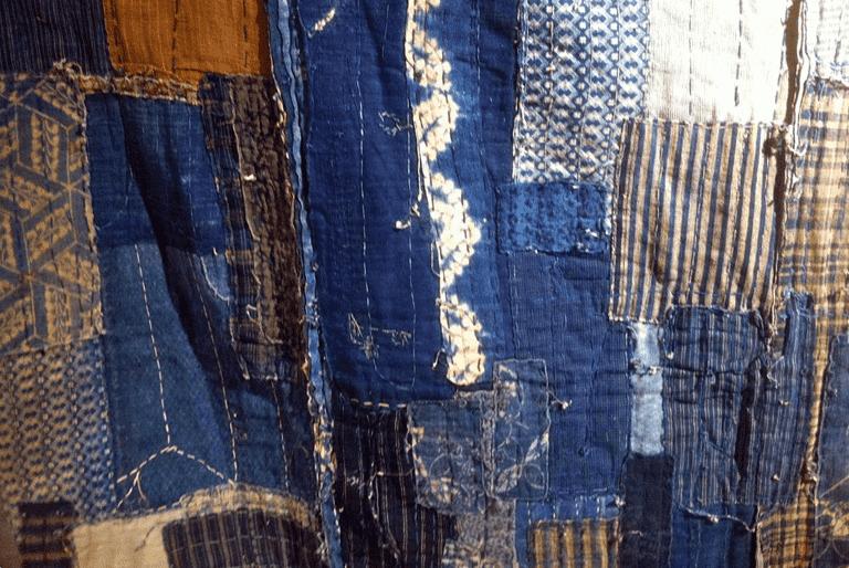様々な麻布が藍染されているボロ