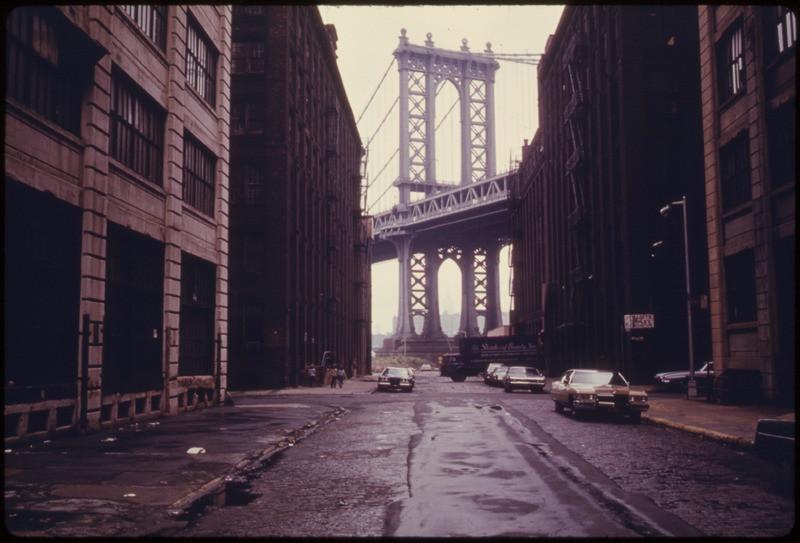1974年のマンハッタンブリッジの写真