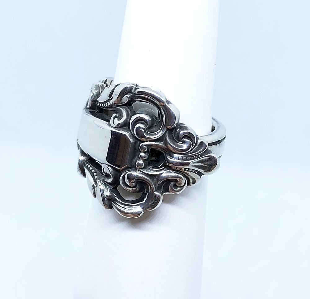 大胆なデザインが人気の指輪